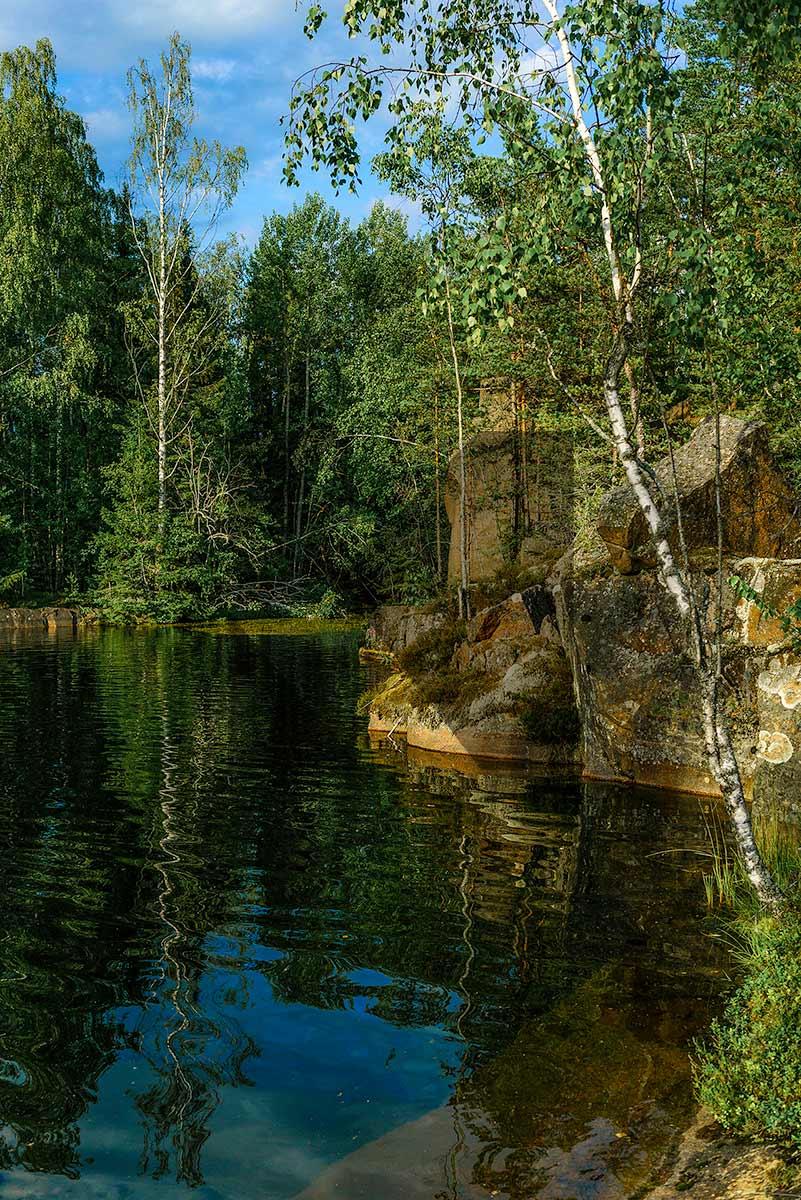 Ilkka Hynysen valokuva rannalta jossa kallio